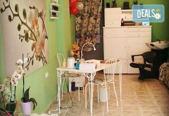 Гел върху естествен нокът, лакиране с обикновен или гел лак и 4 декорации в салон за красота Орхидея - Царибродска! - Снимка 7