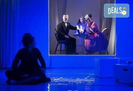 В света на театъра на 1-ви март! Гледайте Чиста къща, постановка на Владимир Люцканов в МГТ Зад канала - Снимка 4