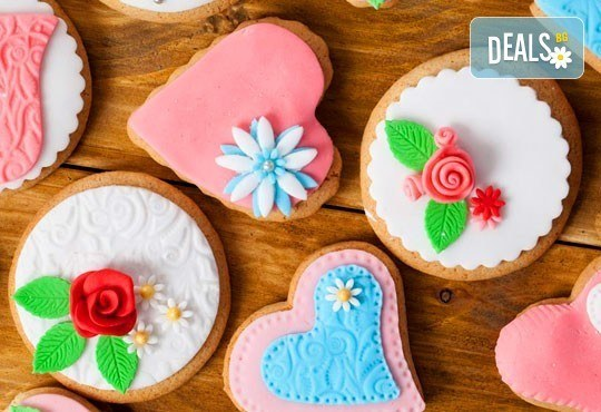 За всички празници! Ръчно декорирани бисквити: сърца или романтични рози от майстор - сладкарите на Muffin House! - Снимка 1