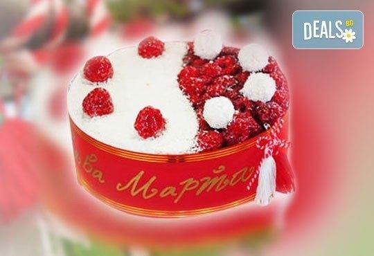 През целия март - тематично сладко изкушение - еклерова торта Баба Марта от Виенски салон Лагуна! Предплатете сега 1лв! - Снимка 1