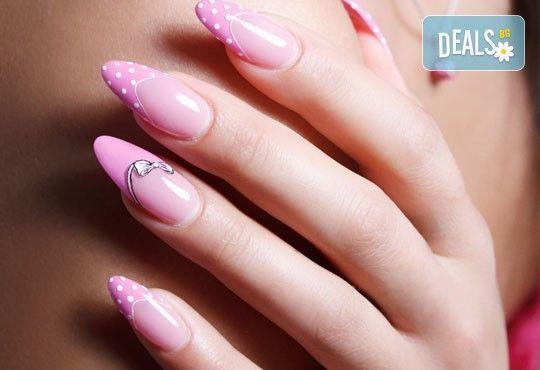 Естравагантна визия с дълги и остри нокти - изграждане на ноктопластика с гел и две декорации в салон Бели Дунав! - Снимка 5
