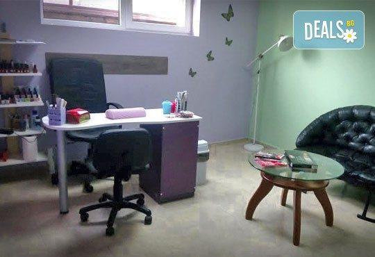 Естравагантна визия с дълги и остри нокти - изграждане на ноктопластика с гел и две декорации в салон Бели Дунав! - Снимка 3