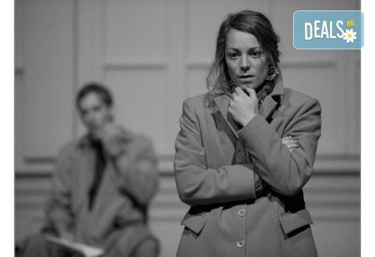 Интригуващ съдебен процес на сцената на Театър София! Гледайте Нощта на 16-ти януари от Айн Ранд на 01.03. от 19ч. - Снимка 2