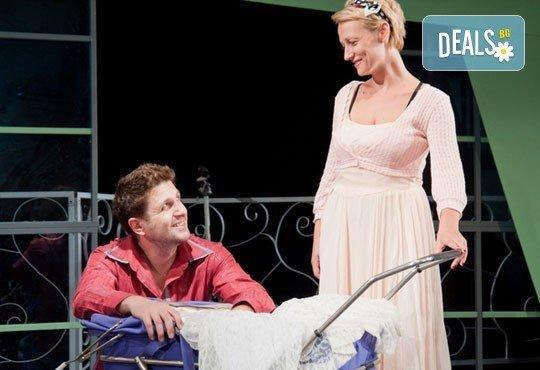 Асен Блатечки във великолепната комедия Бившата жена на моя живот на 11.03, 19 ч., Открита сцена, театър Сълза и смях - Снимка 3