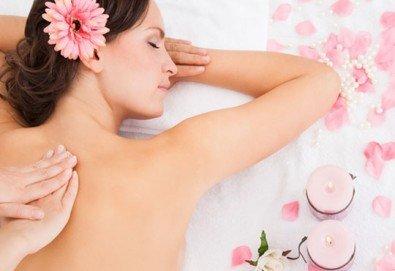 Релаксирайте с 60-минутен класически, болкоуспокояващ или арома масаж и зонотерапия с натурални етерични масла в Студио Кинези плюс - Снимка