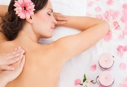 60-минутен масаж на цяло тяло и зонотерапия с етерични масла в Кинези плюс