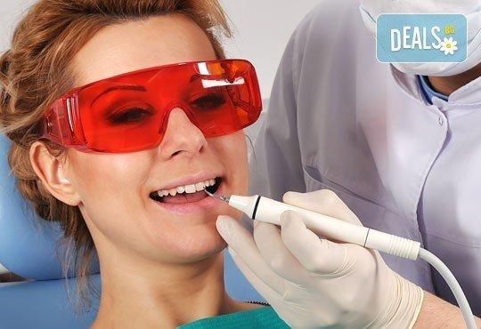 Почистване на зъбен камък и плака с ултразвук, полиране с Air Flow, бонус обстоен стоматологичен преглед от д-р Джорджев - Снимка 1