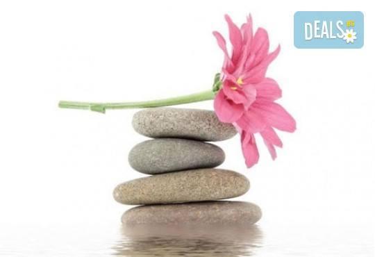 Постигнете хармония и щастие! Отпуснете се с масаж на любящите ръце ломи-ломи от център Innovative! - Снимка 6
