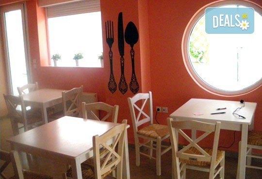 Почивка на Олимпийската ривиера, Гърция през май! 1 нощувка без изхранване, със закуска или със закуска и вечеря за двама/трима в Ouzas Hotel! - Снимка 7