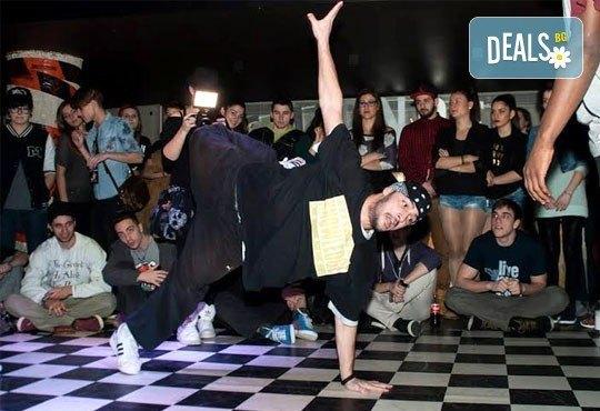 Хип Хоп танци, 2 безплатни посещения на 12 и 13 март и едно на половин цена, на 19 март, в DANCE CORNER до МОЛ България! - Снимка 3