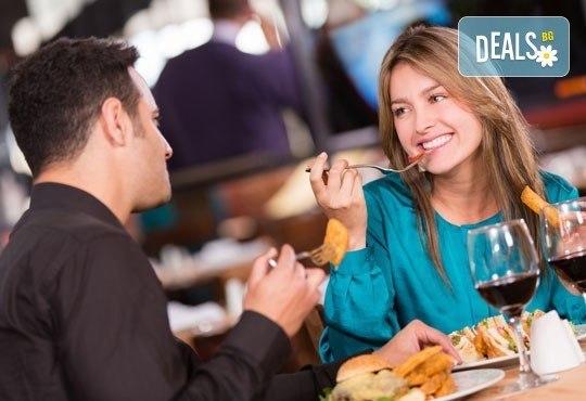 Апетитно в Balito! Две порции пресен телешки суджук на скара или свински каренца + гарнитура картофки и зеле с моркови - Снимка 2