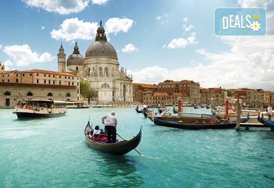 Класическа Италия - Неапол, Рим, Флоренция! 6 нощувки със закуски, туристичекса програма и транспорт от Холидей Бг Тур! - Снимка 10