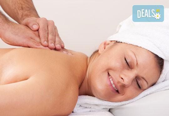 Здраве и релакс с 40-минутен масаж на гръб, ръце и раменен пояс в салон за красота Soleil! - Снимка 1