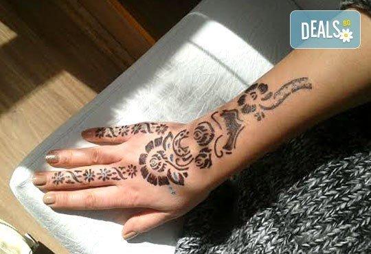 Красив акцент за всеки вкус! Временна татуировка с къна или брокат различни размери от салон за красота Soleil! - Снимка 5