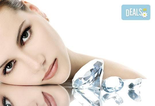 Диамантено дермабразио и терапия за лице с коктейл от два вида злато, хайвер и перли в салон за красота Вили! - Снимка 2