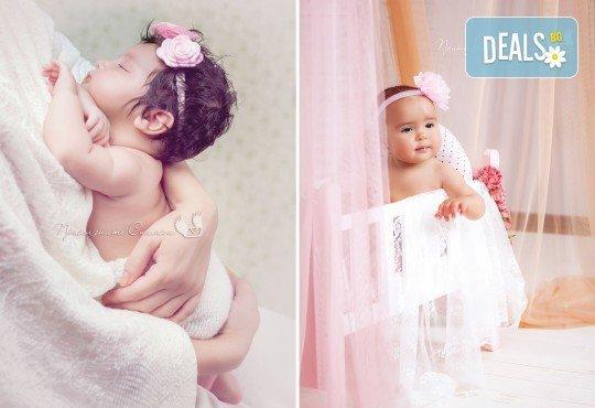 Бебешка и семейна фотосесия в студио с 12 обработени кадъра от Приказните снимки! - Снимка 4