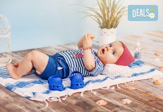 Бебешка и семейна фотосесия в студио с 12 обработени кадъра от Приказните снимки! - Снимка 10
