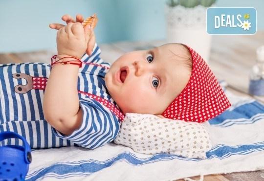 Бебешка и семейна фотосесия в студио с 12 обработени кадъра от Приказните снимки! - Снимка 11