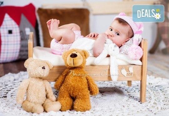 Бебешка и семейна фотосесия в студио с 12 обработени кадъра от Приказните снимки! - Снимка 12