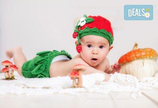 Бебешка и семейна фотосесия в студио с 12 обработени кадъра от Приказните снимки! - Снимка 2