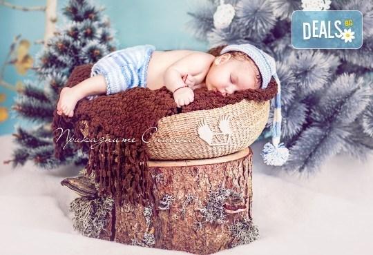 Бебешка и семейна фотосесия в студио с 12 обработени кадъра от Приказните снимки! - Снимка 13