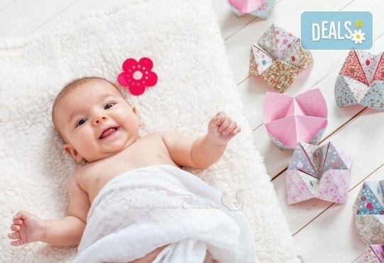 Бебешка и семейна фотосесия в студио с 12 обработени кадъра от Приказните снимки! - Снимка 16