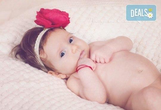 Бебешка и семейна фотосесия в студио с 12 обработени кадъра от Приказните снимки! - Снимка 3