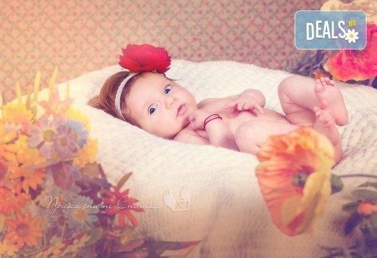 Бебешка и семейна фотосесия в студио с 12 обработени кадъра от Приказните снимки! - Снимка 17