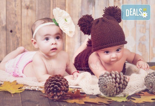 Бебешка и семейна фотосесия в студио с 12 обработени кадъра от Приказните снимки! - Снимка 5