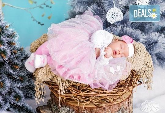 Бебешка и семейна фотосесия в студио с 12 обработени кадъра от Приказните снимки! - Снимка 19