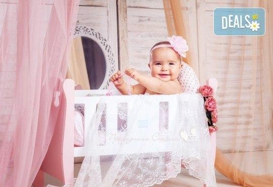 Бебешка и семейна фотосесия в студио с 12 обработени кадъра от Приказните снимки! - Снимка 20