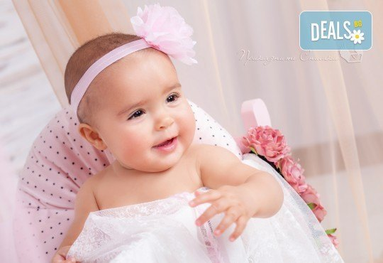 Бебешка и семейна фотосесия в студио с 12 обработени кадъра от Приказните снимки! - Снимка 21