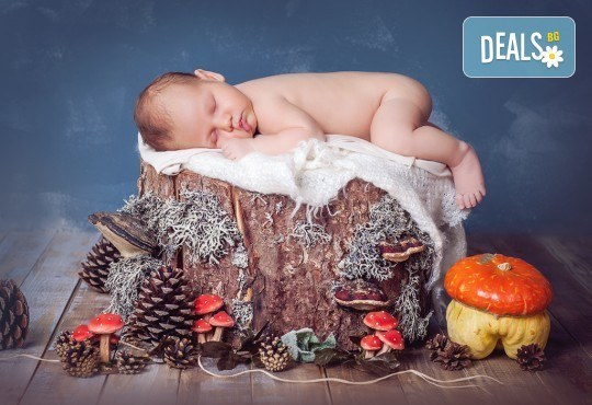Бебешка и семейна фотосесия в студио с 12 обработени кадъра от Приказните снимки! - Снимка 1
