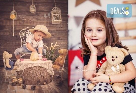 Детска и семейна фотосесия, деца от 10 месеца до 12 години с 12 обработени кадъра от Приказните снимки! - Снимка 10
