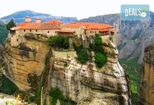 Великден в Гърция, Паралия-Катерини, с Караджъ Турс! 2 нощувки със закуски хотел 2/3*, транспорт, посещение на Солун! - Снимка 4