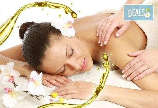 Арома, релаксиращ, болкоуспокояващ масаж на гръб с подбрани етерични масла от жасмин и макадамия в Medina SPA & Wellness - Снимка 1