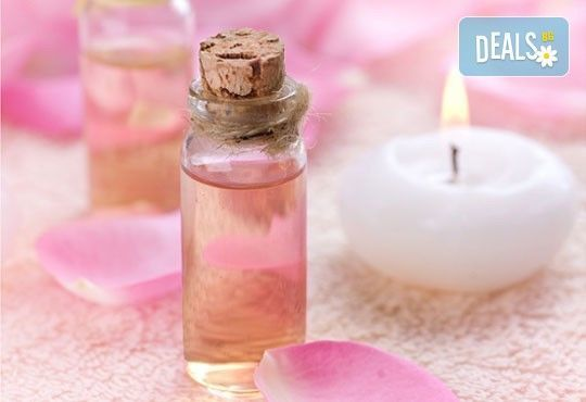 Класически педикюр с лек масаж с масла роза Дамасцена, арган, алое вера и лак SNB от ''Point nails''! - Снимка 2