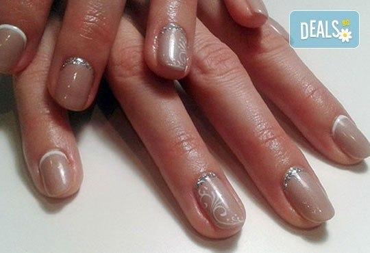 Нежни ръце и красиви нокти! Френски или класически маникюр или педикюр с гел лак Astonishing nails от дерматокозметични центрове Енигма! - Снимка 17