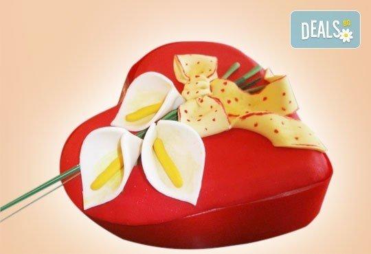 Празнична торта Честито кумство с пъстри цветя, дизайн сърце или златни орнаменти от Сладкарница Джорджо Джани - Снимка 8