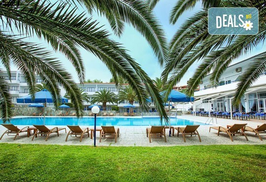 Почивка в Гърция, Халкидики - Касандра през март, април или май! 3 нощувки със закуски, обяди и вечери в Xenios Port Marina 3*! - Снимка 2