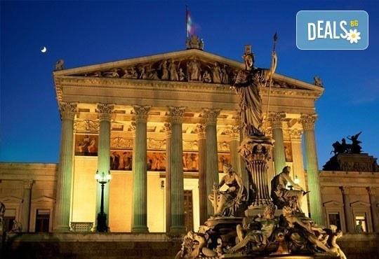 Великденска екскурзия до Будапеща и Виена с Караджъ Турс! 3 нощувки със закуски в хотели 2/3*, транспорт и водач! - Снимка 4