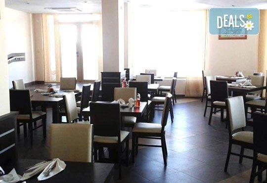 Почивка през март в St. John Hill Hotel, Банско! 1 нощувка със закуска и вечеря, ползване на басейн, джакузи и сауна! - Снимка 10