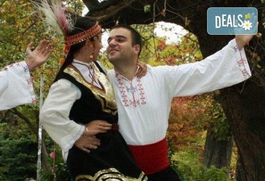 Запознайте се с автентичния български фолклор! 5 посещения за народни танци, зала по избор, клуб за народни танци Хороводец - Снимка 2