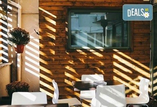 Насладете се на традиционно българско меню - шопска салата и свински шишчета в ресторант MFusion, Варна! - Снимка 4