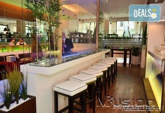 Насладете се на традиционно българско меню - шопска салата и свински шишчета в ресторант MFusion, Варна! - Снимка 3