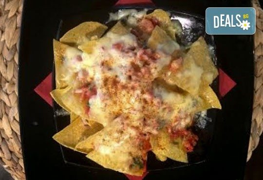 Апетитно мексиканско приключение с начос и чили кон карне в ресторант MFusion, Варна! - Снимка 2
