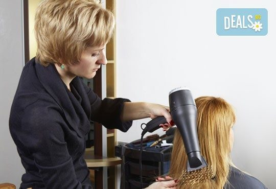 Подстригване, изсушаване със сешоар и бонус: диагностика и терапия според типа коса в студио за красота Ma Belle! - Снимка 2