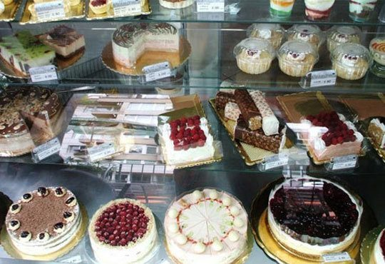 Шоколадова торта Шоко Парадайз с розов или с белгийски тъмен шоколад и ягоди от Сладкарница Орхидея - Снимка 4