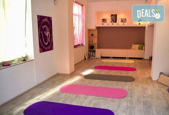 Постигнете вътрешен мир! 4 йога практики за лица над 50 години в новооткрития холистичен център Body-Mind-Spirit! - Снимка 3