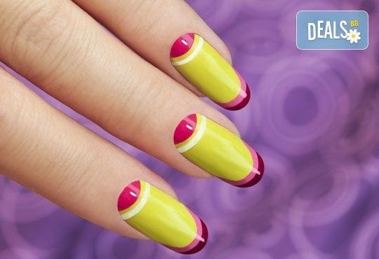 За красиви и здрави нокти с идеален маникюр! Ноктопластика с гел чрез изграждане и 2 декорации в салон за красота Нелс! - Снимка 1